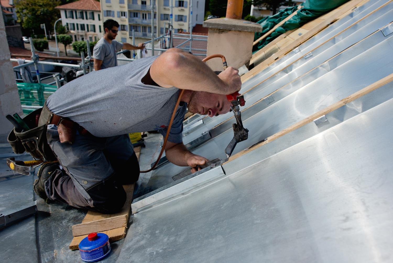 couvertures m tallique toitures zinc darrieumerlou charpente couverture agencement. Black Bedroom Furniture Sets. Home Design Ideas