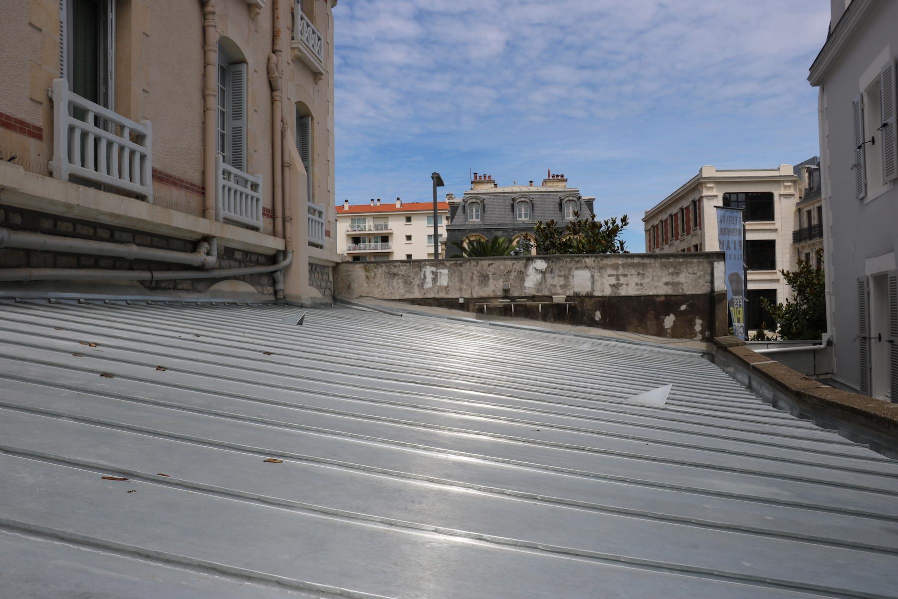 r novation d 39 une toiture biarritz 64 darrieumerlou charpentier darrieumerlou charpente. Black Bedroom Furniture Sets. Home Design Ideas