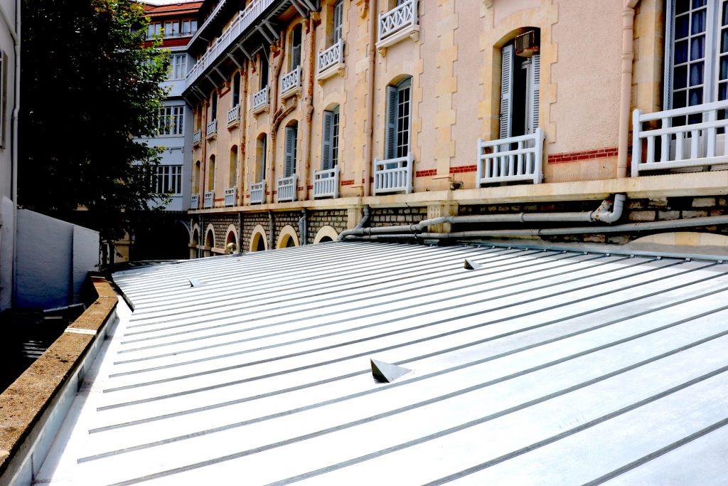 R novation d 39 une toiture biarritz 64 darrieumerlou for Renovation d une toiture