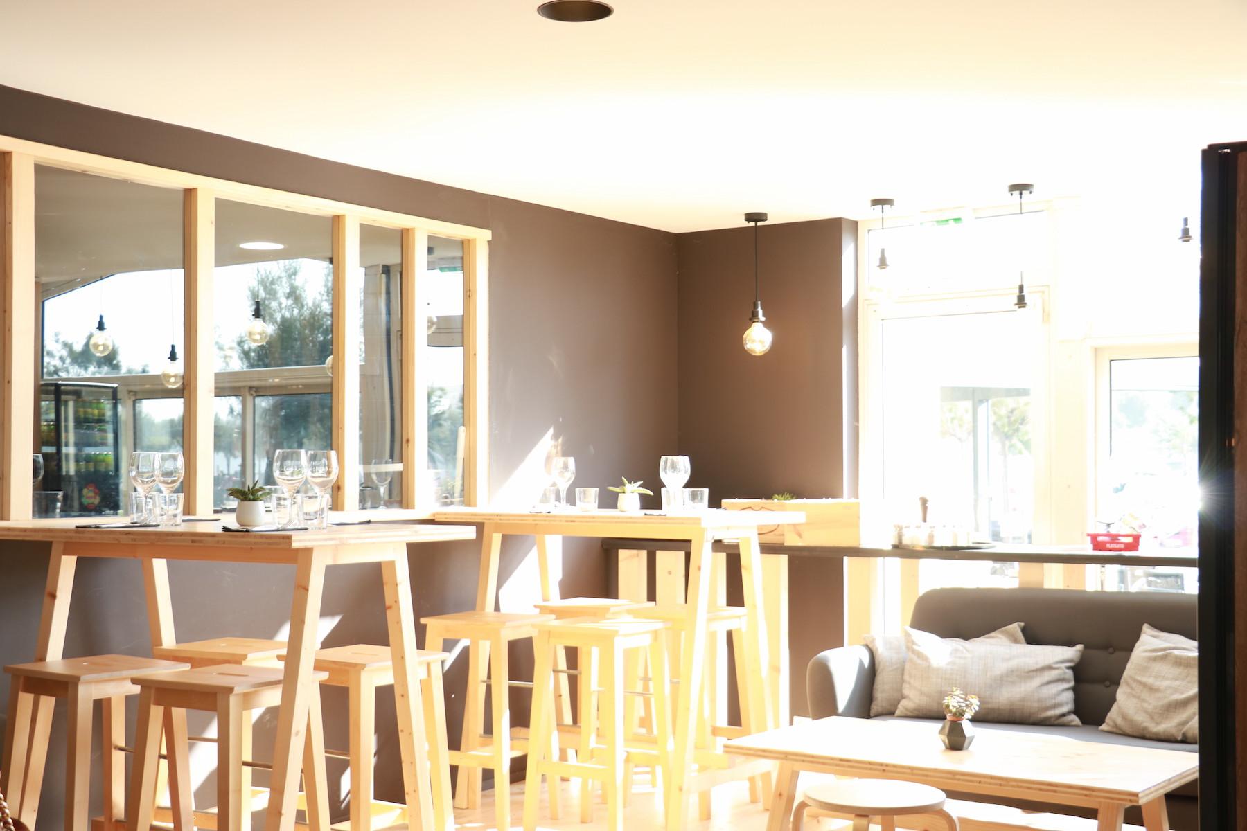 Agencements int rieurs ext rieurs du restaurant l 39 annexe for Mobilier anglet