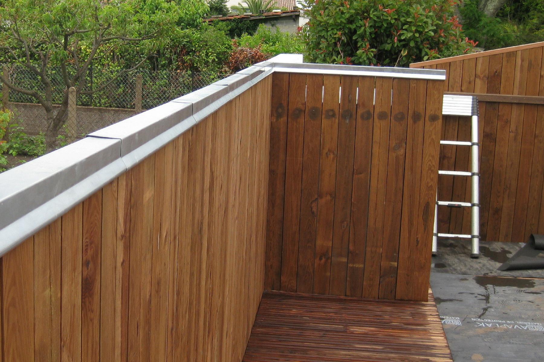 cr ation d 39 une terrasse et d 39 une palissade verticale darrieumerlou charpente couverture. Black Bedroom Furniture Sets. Home Design Ideas