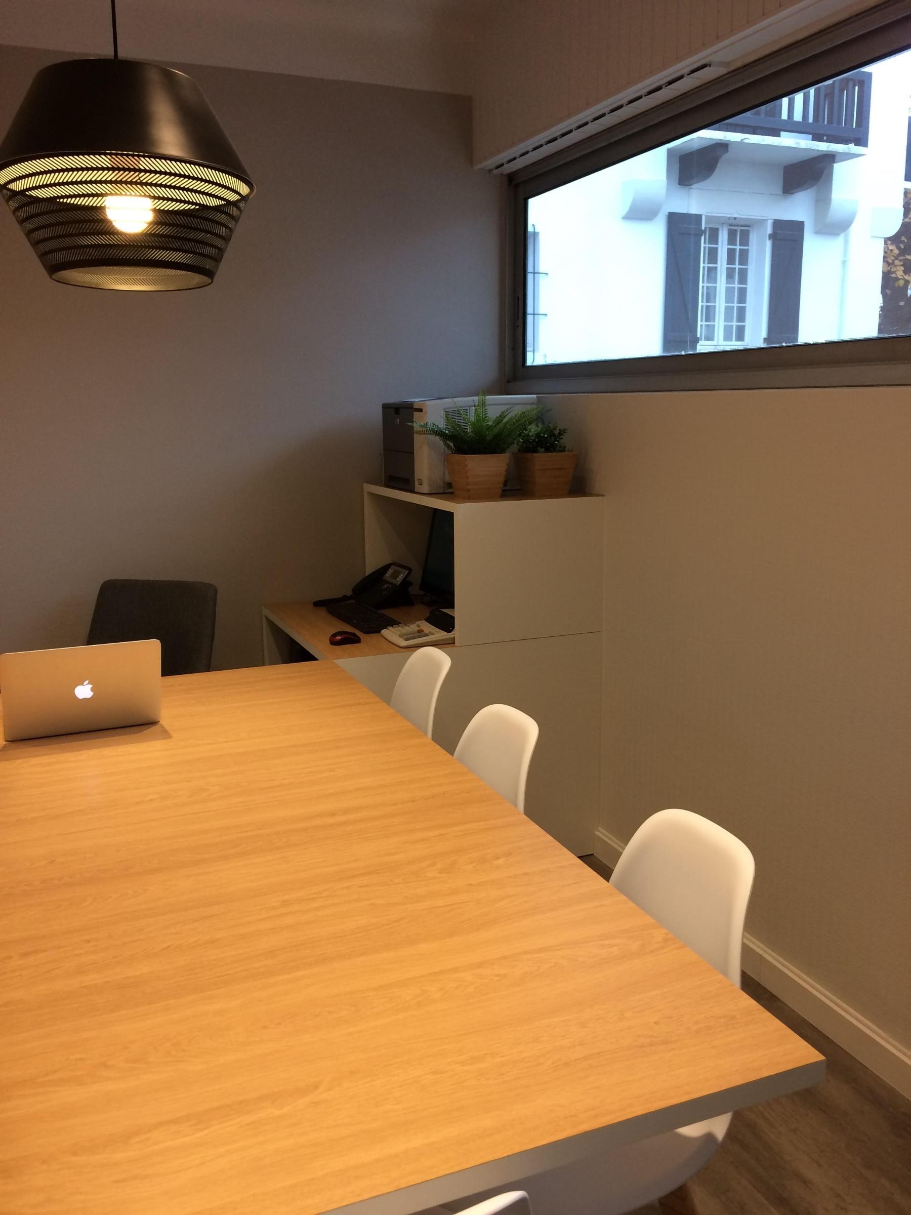 fabrication-sur-mesure-agencement-bureaux-menuiseries-darrieumerlou-menuisiers-biarritz-anglet-bayonne-alentours-10
